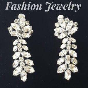 Jewelry - GORGEOUS Rhinestone Clip On Earrings
